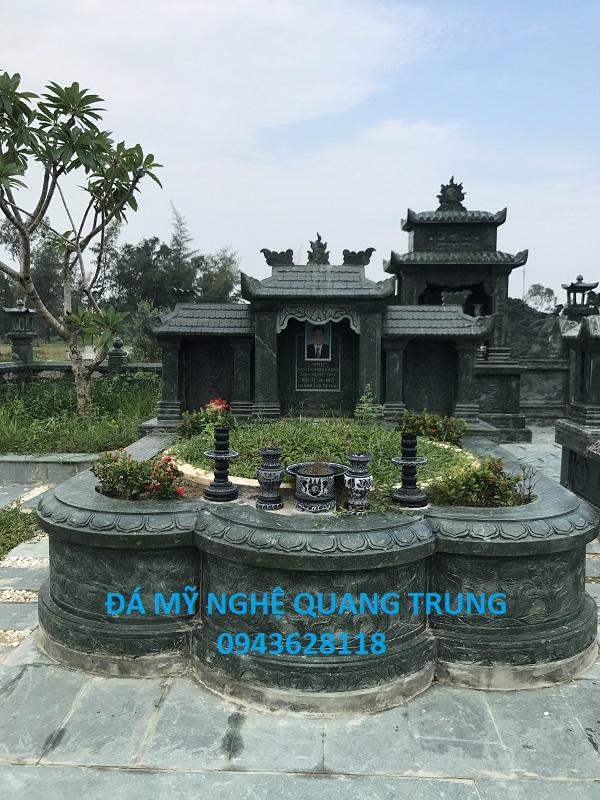 Mộ đá xanh rêu đẹp Quang Trung