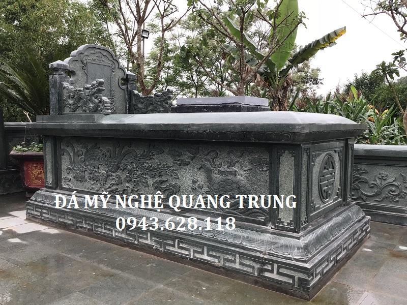 Cận cảnh Mộ đá xanh rêu Quang Trung