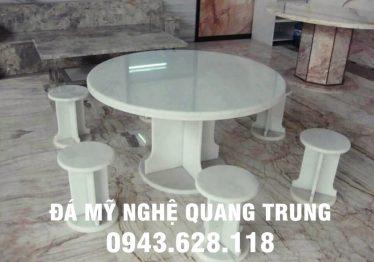 Mẫu bàn ghế đá tự nhiên tại TP Hồ Chí Minh