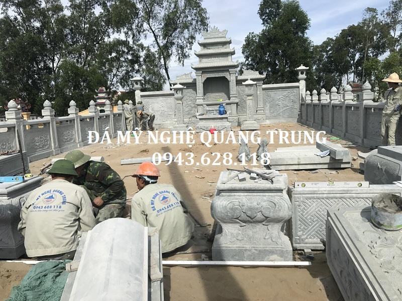 Các nghệ nhân Đá mỹ nghệ Quang Trung trong quá trình LẮP-ĐẶT-CỔNG-ĐÁ-XANH-RÊU