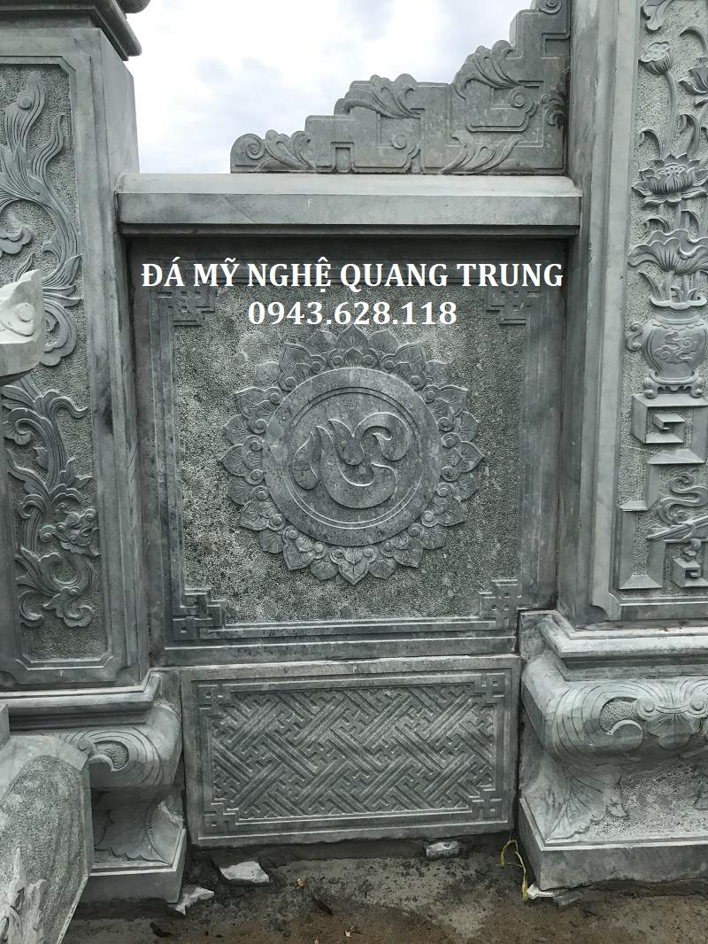 Chi tiết Hoa văn của tấm bưng lan can đá của Cổng đá khu lăng mộ đá xanh rêu tại Nghệ An. Tấm bưng được khắc hình hoa sen ở giữa là chữ Tâm rất ý nghĩa và sâu sắc.