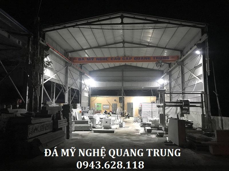 Để hoàn thiện và thi công, lắp đặt đúng thời hạn theo yêu cầu của gia đình các nghệ nhân Đá mỹ nghệ Quang Trung phải làm việc tăng ca nhiều ngày đêm.