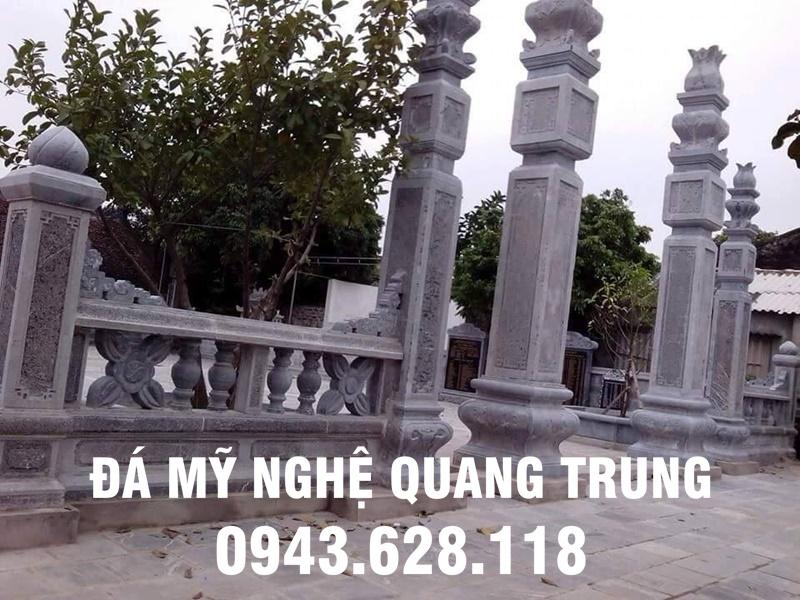 Cổng đá đình chùa, hay cổng đá khu di tích lịch sử, danh lam thắng cảnh với 4 cột trụ đá to cao.