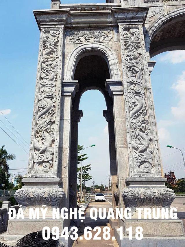 Hình ảnh khắc rồng rất tinh vi ở hai cột trụ đá của cổng làng bằng đá