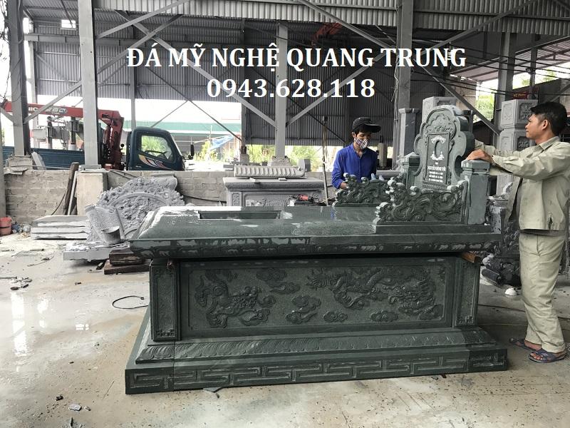 Mặt hông Mộ đá xanh rêu tại Nghệ An