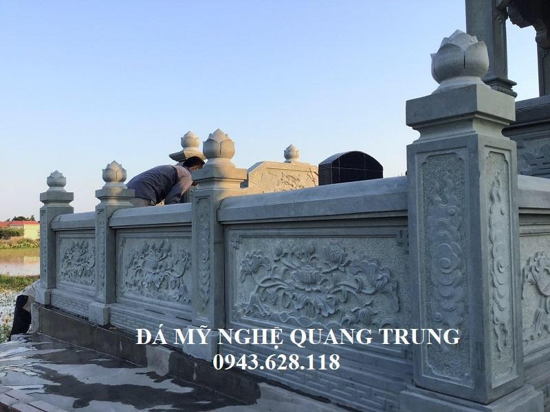 Lan can da xanh reu dep voi Hoa Sen