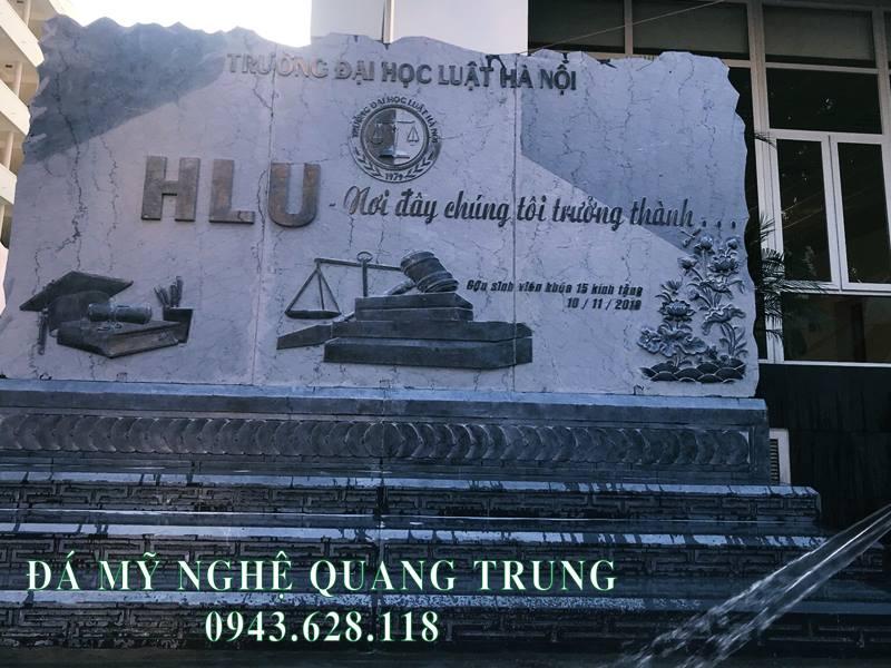 Bia da tu nhien mang dam net gia tri cua Truong Dai hoc Luat Ha Noi