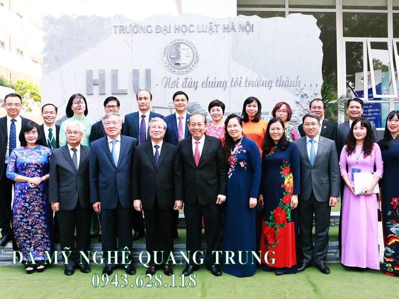 Đồng chí Trần Quốc Vượng - Thường trực Ban bí thư Đảng Cộng sản Việt Nam về thăm, làm việc và chụp ảnh kỷ niệm với lãnh đạo Nhà trường