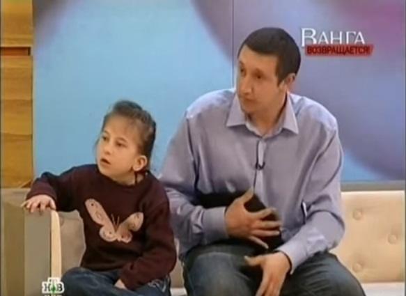 Kaede Uber cùng bố xuất hiện trên kênh truyền hình Nga