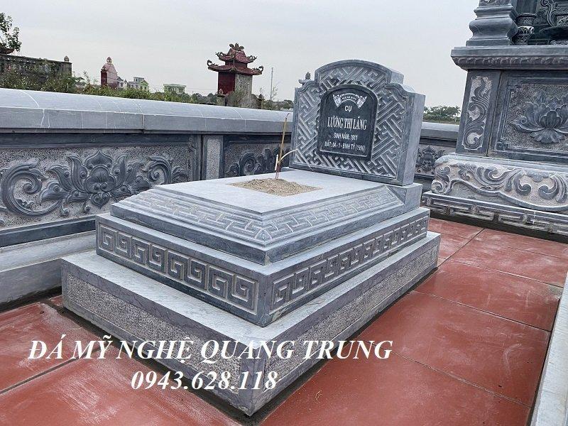 Ngoi mo da cua hai Ong Ba duoc thiet ke theo mau Tam Son khong mai